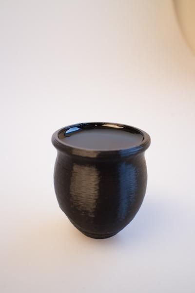水を入れた壺形箸置き
